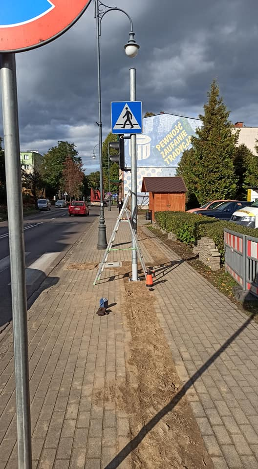 Słup sygnalizacji świetlnej na ul. Sikorskiego